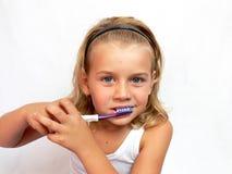 чистя щеткой зубы Стоковое фото RF