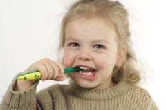 чистя щеткой зубы Стоковое Фото