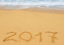 Числа 2017 на песке Стоковое Изображение RF