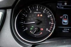 Число оборотов двигателя детали автомобиля внутреннее Стоковое фото RF