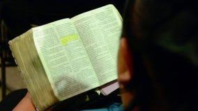 Читать библию видеоматериал