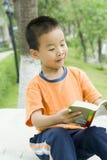 читать детей книги Стоковое фото RF
