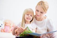 Читать книгу Стоковое фото RF
