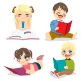 Читать маленьких детей Стоковые Изображения RF