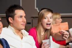 Член аудитории представляя билеты Стоковое Изображение RF