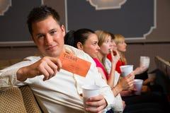 Член аудитории представляя билеты Стоковое Фото