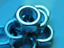 Чокнутый промышленный конец абстракции вверх по запачканной голубой предпосылке стоковое изображение
