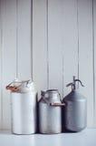 Чонсервные банкы молока и сифон Стоковые Изображения RF