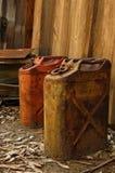 чонсервные банкы наполняют газом заржавето Стоковое Фото