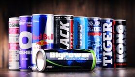 Чонсервные банкы сортированных глобальных продуктов питья энергии стоковое фото rf