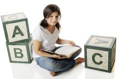 чтение алфавита стоковые изображения
