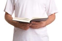 чтение библии Стоковое Изображение RF