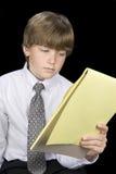 чтение блокнота платья дела мальчика Стоковые Фотографии RF