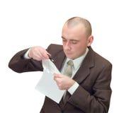 чтение документа бизнесмена Стоковое Изображение