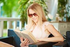 Чтение лета Стоковая Фотография