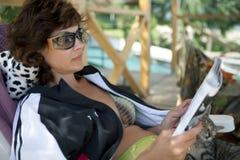 Чтение женщины Стоковое Фото