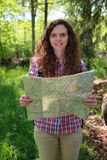 чтение карты hiker Стоковая Фотография RF