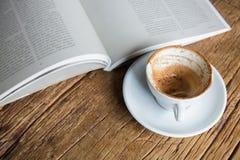 чтение книги хорошее стоковые изображения rf