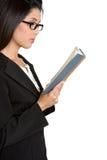 чтение коммерсантки книги стоковое изображение rf
