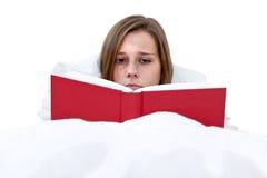 чтение кровати Стоковые Изображения RF