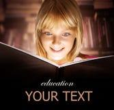чтение малыша книги Стоковая Фотография