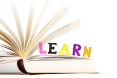 чтение принципиальной схемы воспитательное Стоковая Фотография