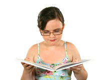 чтение ребенка книги стоковая фотография rf