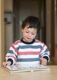чтение ребенка Стоковое Изображение