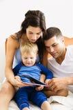 чтение семьи Стоковые Изображения RF