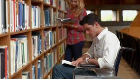 Чтение студента с ограниченными возможностями в библиотеке акции видеоматериалы
