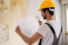 Чтение схем проекта и регулировать к работая envir стоковые изображения