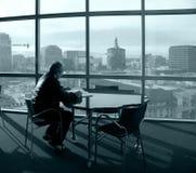 чтение человека книги Стоковые Фото