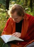чтение человека Стоковое Изображение RF