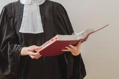Чтение юриста стоковая фотография rf