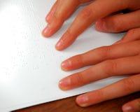 чтение 2 braille стоковая фотография rf