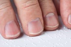 чтение braille Стоковые Изображения RF