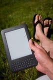 чтение ebook Стоковое Изображение RF