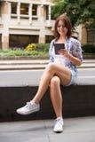 Чтение Ebook стоковая фотография