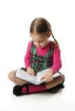 чтение preschool девушки Стоковое Изображение