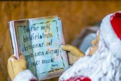 чтение santa стоковые изображения