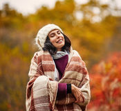 Чувственная женщина в парке Стоковое Изображение