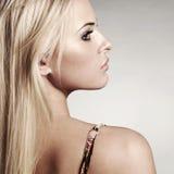 Чувственная красивая белокурая женщина Стоковая Фотография RF