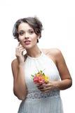Чувственная молодая женщина с цветком стоковые изображения rf