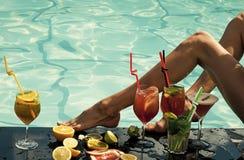 Чувственная сексуальная женщина Летние каникулы и партия стоковые изображения