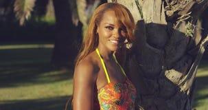 Чувственная сексуальная молодая африканская женщина акции видеоматериалы