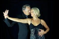 Чувственные пары профессиональных танцоров танго Стоковые Фото