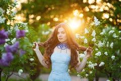 Чувственный портрет женщины весны, вишневого цвета красивой стороны женского наслаждаясь Стоковые Изображения RF
