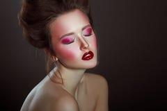 Чувственный портрет очарования состава красивой женщины творческого с Стоковые Изображения RF