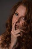 Чувственный портрет redheaded красивой женщины Стоковое фото RF
