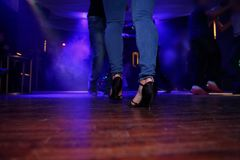 Чувственный танец в фаре Стоковое фото RF